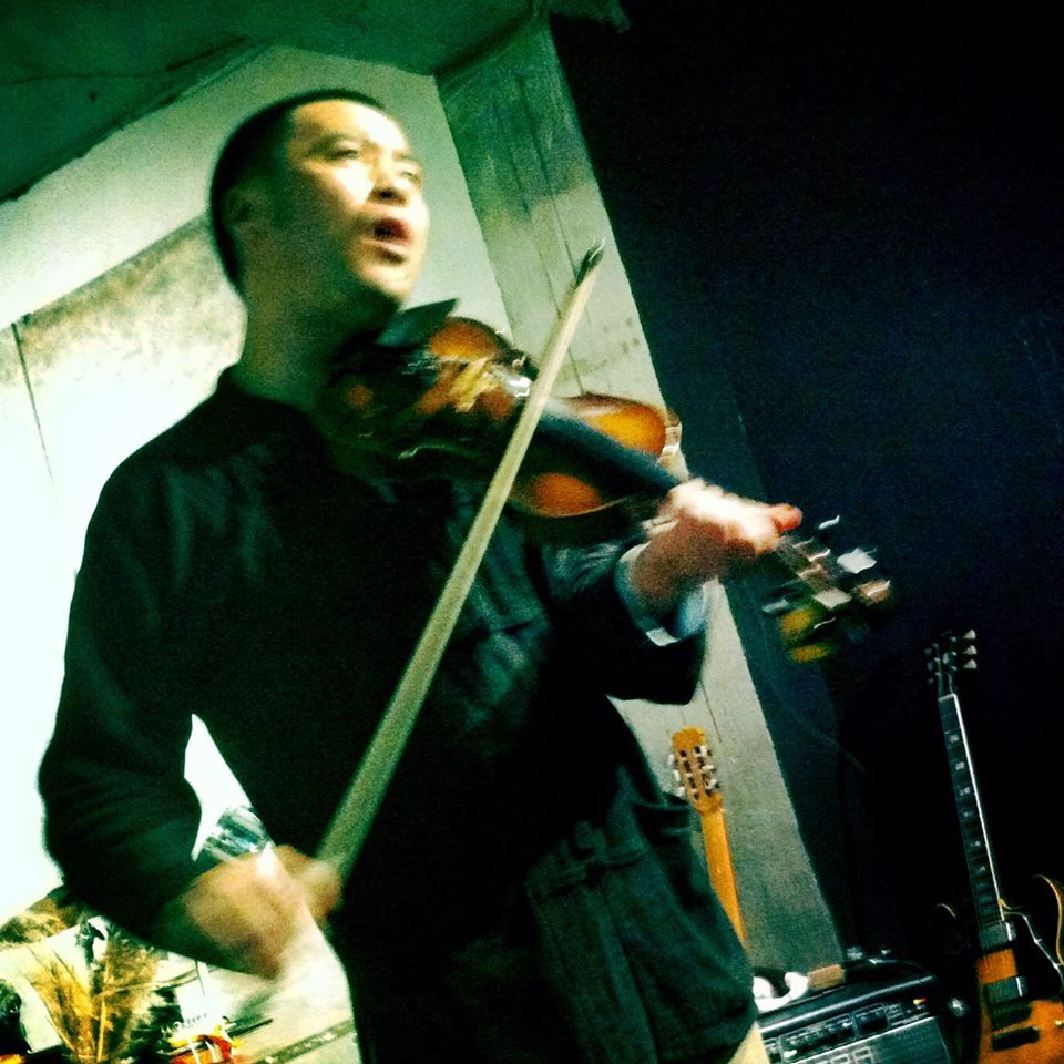 Junichi USUI with violin in Seoul, Korea